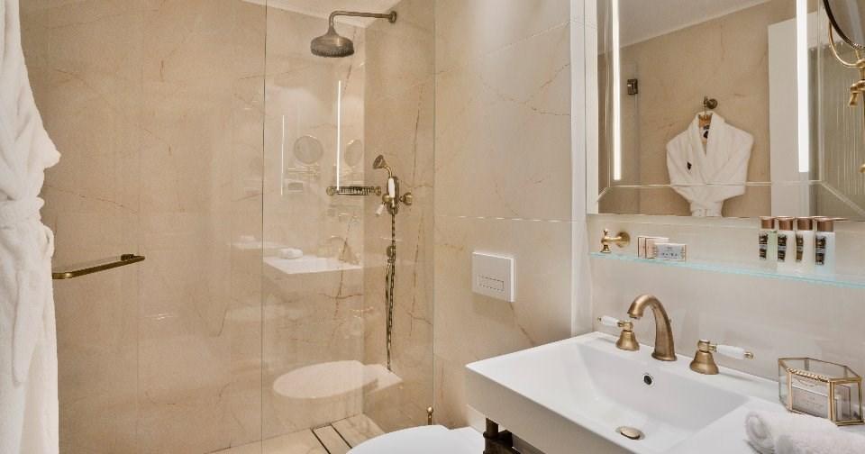 שירותים חדר טרסה - מלון ג'ייקוב סמואל